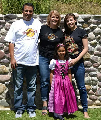 Molly with her husband and 2 daughters.